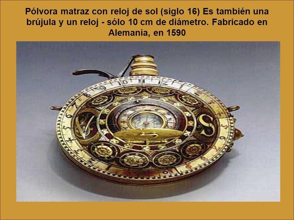 Pólvora matraz con reloj de sol (siglo 16) Es también una brújula y un reloj - sólo 10 cm de diámetro.