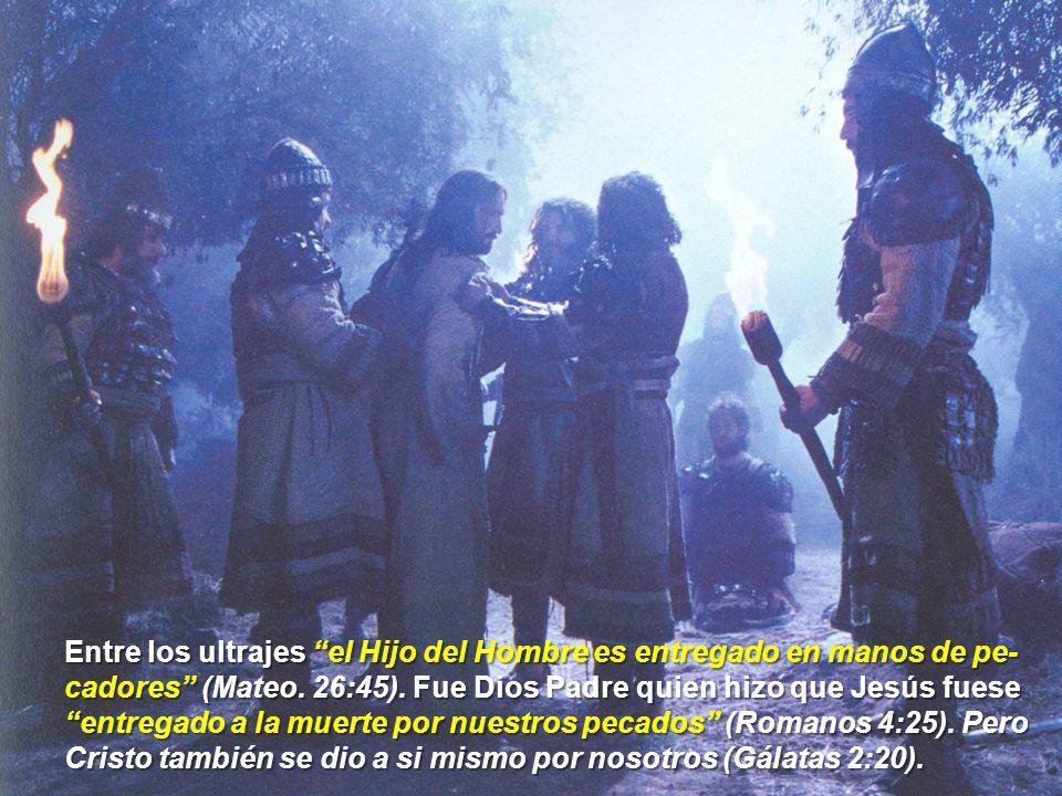 Entre los ultrajes el Hijo del Hombre es entregado en manos de pe- cadores (Mateo.
