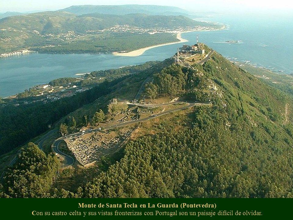 Monte de Santa Tecla en La Guarda (Pontevedra) Con su castro celta y sus vistas fronterizas con Portugal son un paisaje difícil de olvidar.