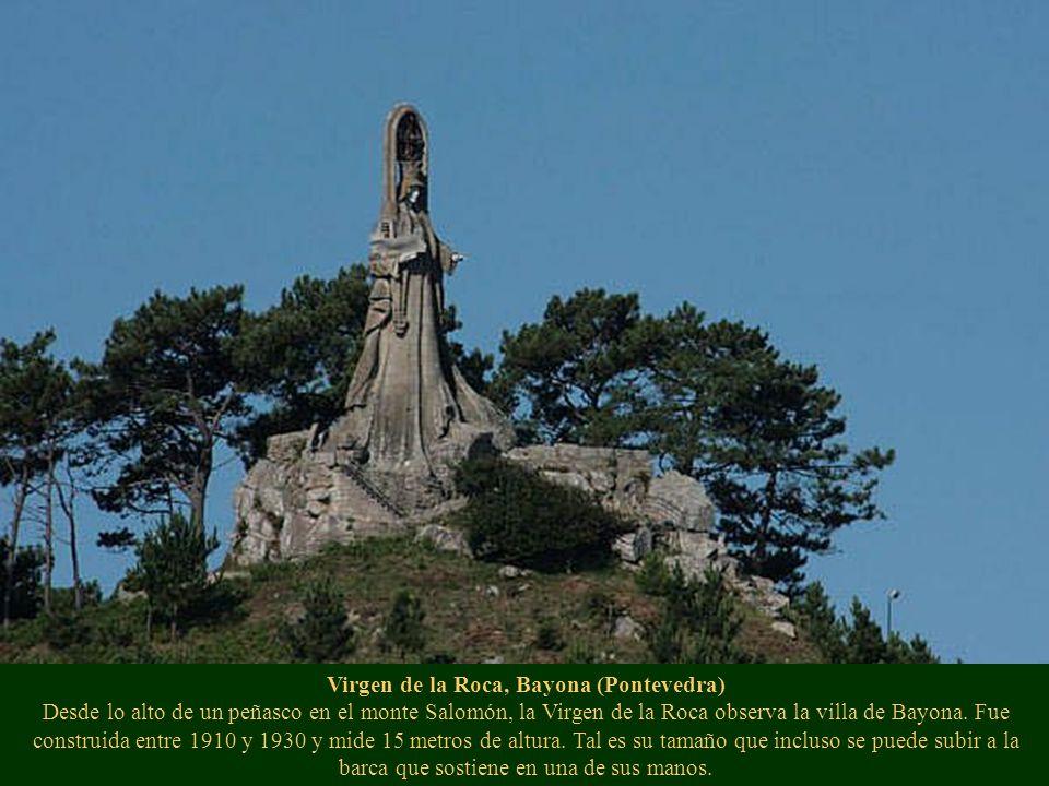 Virgen de la Roca, Bayona (Pontevedra) Desde lo alto de un peñasco en el monte Salomón, la Virgen de la Roca observa la villa de Bayona.