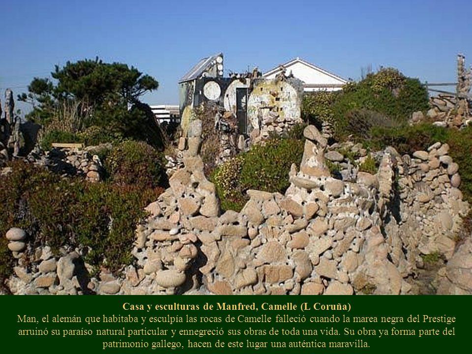 Casa y esculturas de Manfred, Camelle (L Coruña) Man, el alemán que habitaba y esculpía las rocas de Camelle falleció cuando la marea negra del Prestige arruinó su paraíso natural particular y ennegreció sus obras de toda una vida.