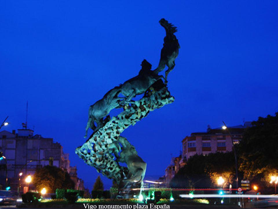 Vigo monumento plaza España