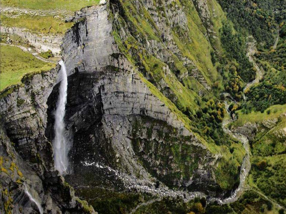 Nacimiento del Nervión ( 300 m. ) Sierra Salvada.