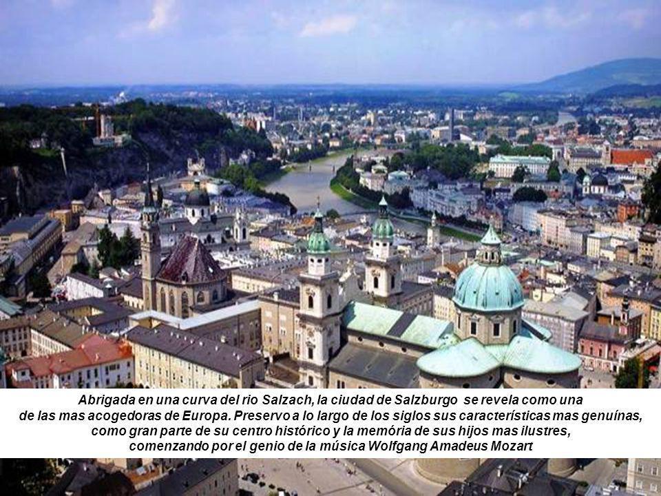 Abrigada en una curva del rio Salzach, la ciudad de Salzburgo se revela como una de las mas acogedoras de Europa.