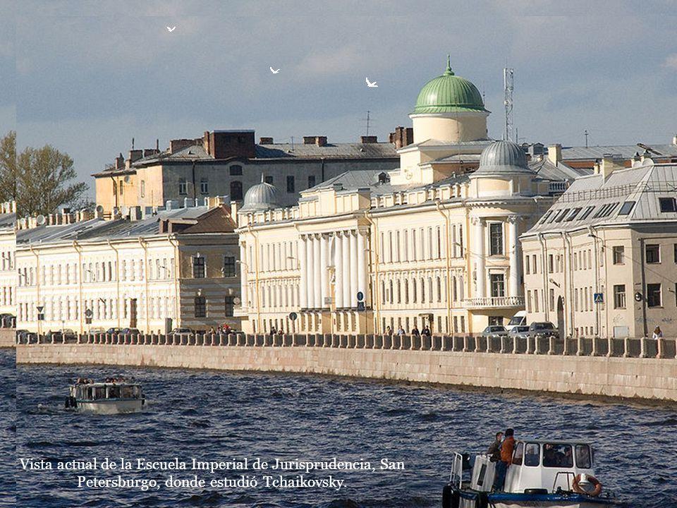 Vista actual de la Escuela Imperial de Jurisprudencia, San Petersburgo, donde estudió Tchaikovsky.