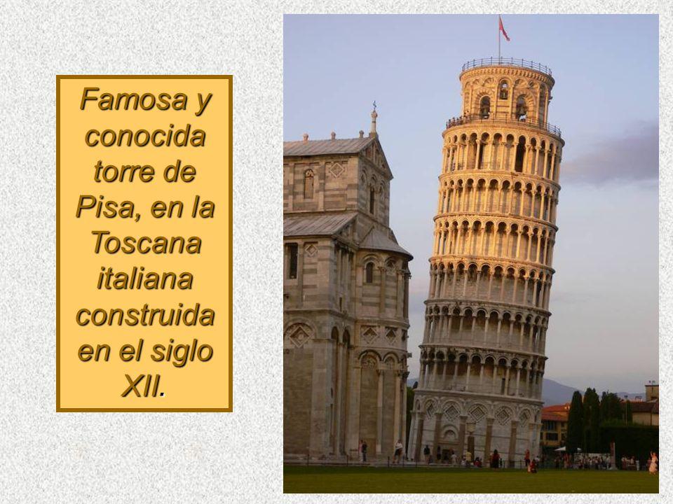 Famosa y conocida torre de Pisa, en la Toscana italiana construida en el siglo XII.
