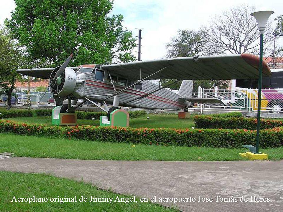 Aeroplano original de Jimmy Angel, en el aeropuerto José Tomás de Heres.
