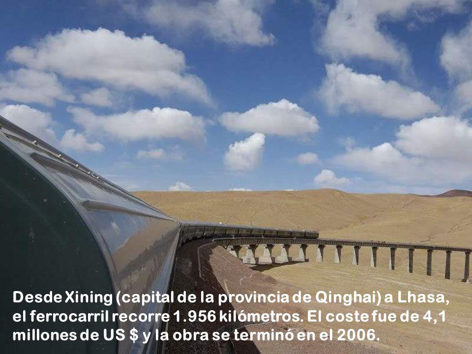 Desde Xining (capital de la provincia de Qinghai) a Lhasa, el ferrocarril recorre 1.956 kilómetros.