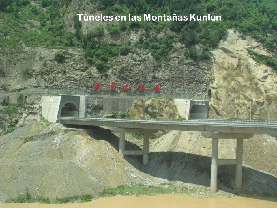 Túneles en las Montañas Kunlun