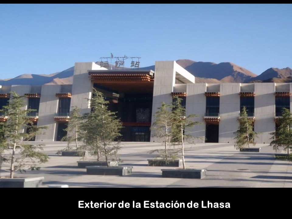 Exterior de la Estación de Lhasa
