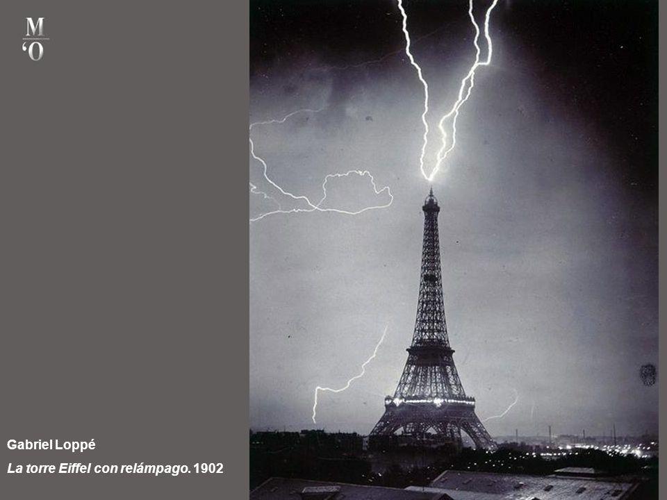 Gabriel Loppé La torre Eiffel con relámpago. 1902