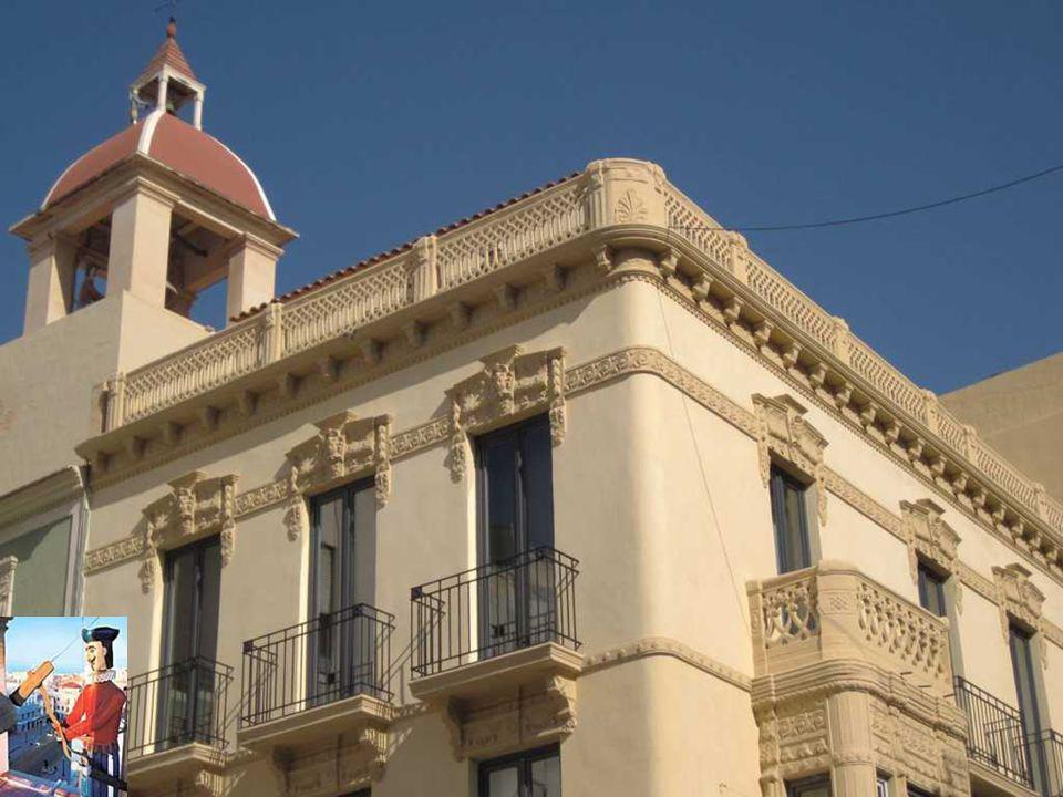 se encuentra en las proximidades del Ajuntament d'Elx,