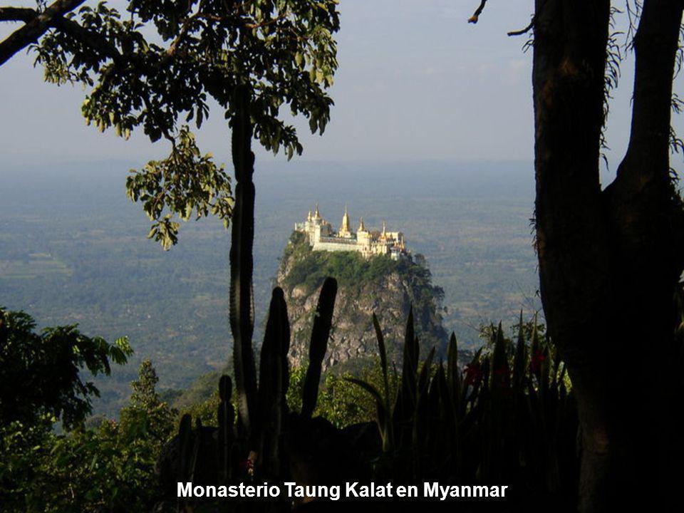 Monasterio Taung Kalat en Myanmar