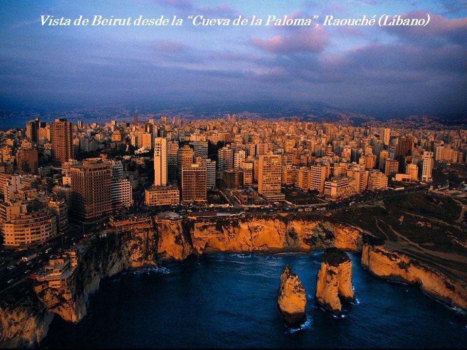 Vista de Beirut desde la Cueva de la Paloma , Raouché (Líbano)