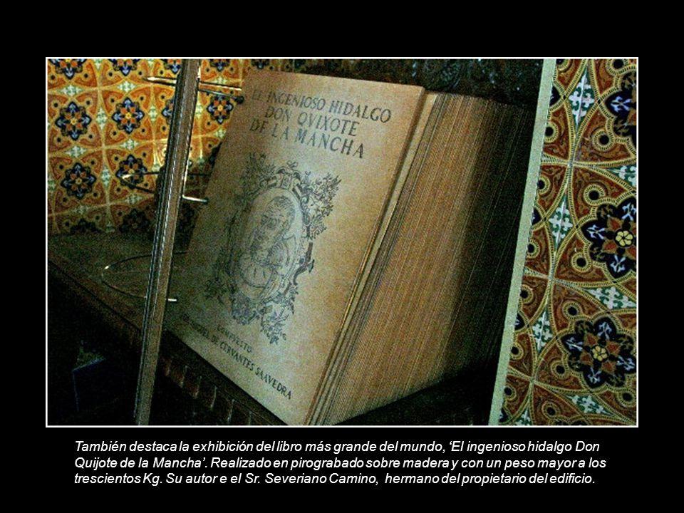 También destaca la exhibición del libro más grande del mundo, 'El ingenioso hidalgo Don Quijote de la Mancha'.