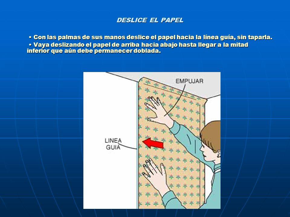 DESLICE EL PAPEL • Con las palmas de sus manos deslice el papel hacia la línea guía, sin taparla.
