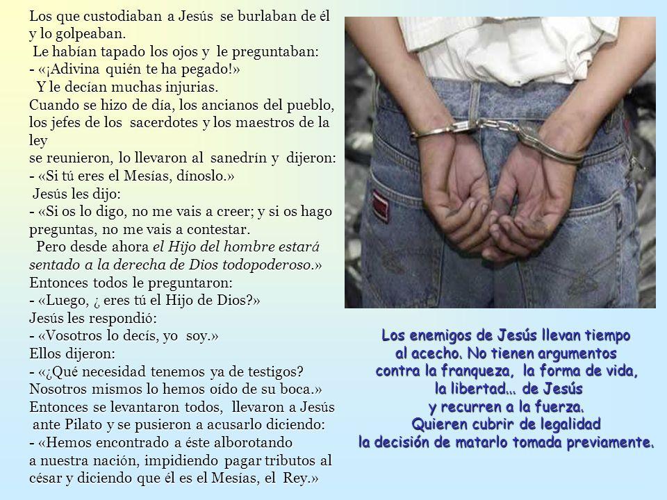 Los que custodiaban a Jesús se burlaban de él y lo golpeaban