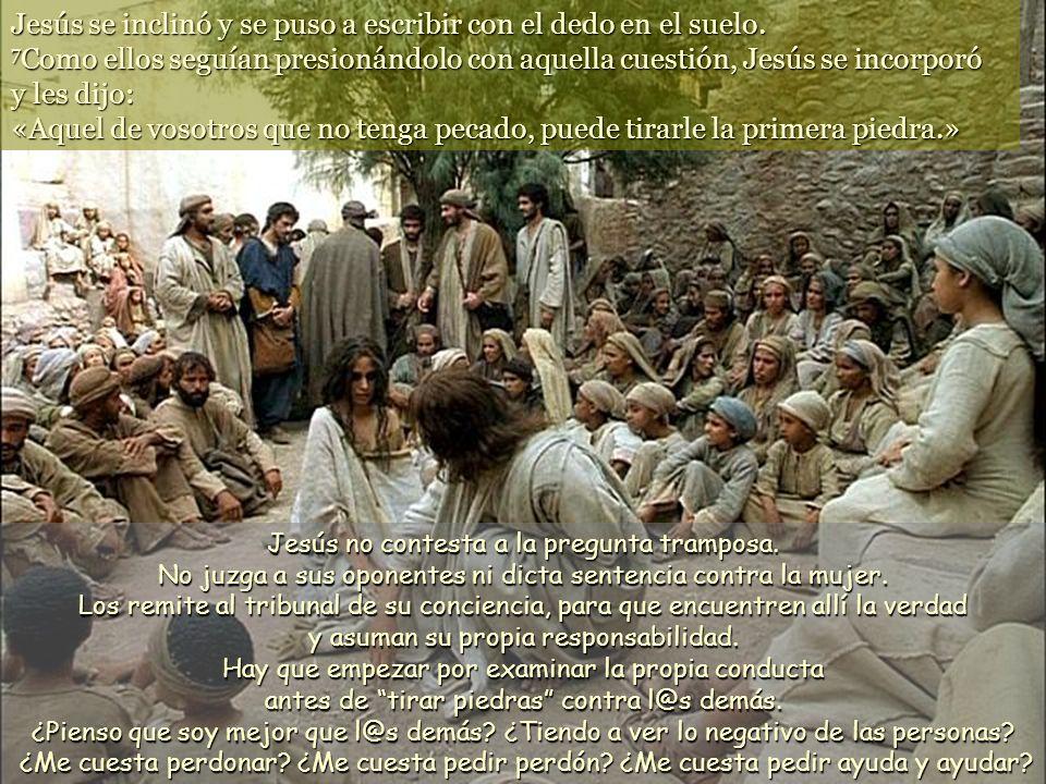 Jesús se inclinó y se puso a escribir con el dedo en el suelo