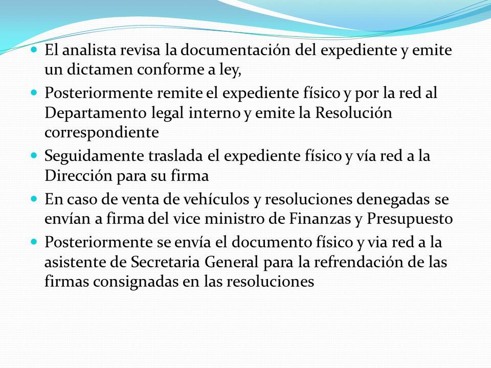 El analista revisa la documentación del expediente y emite un dictamen conforme a ley,