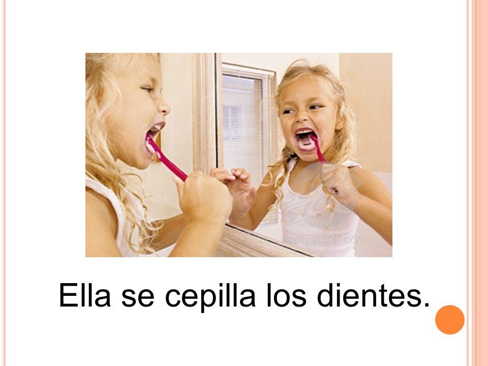 Ella se cepilla los dientes.