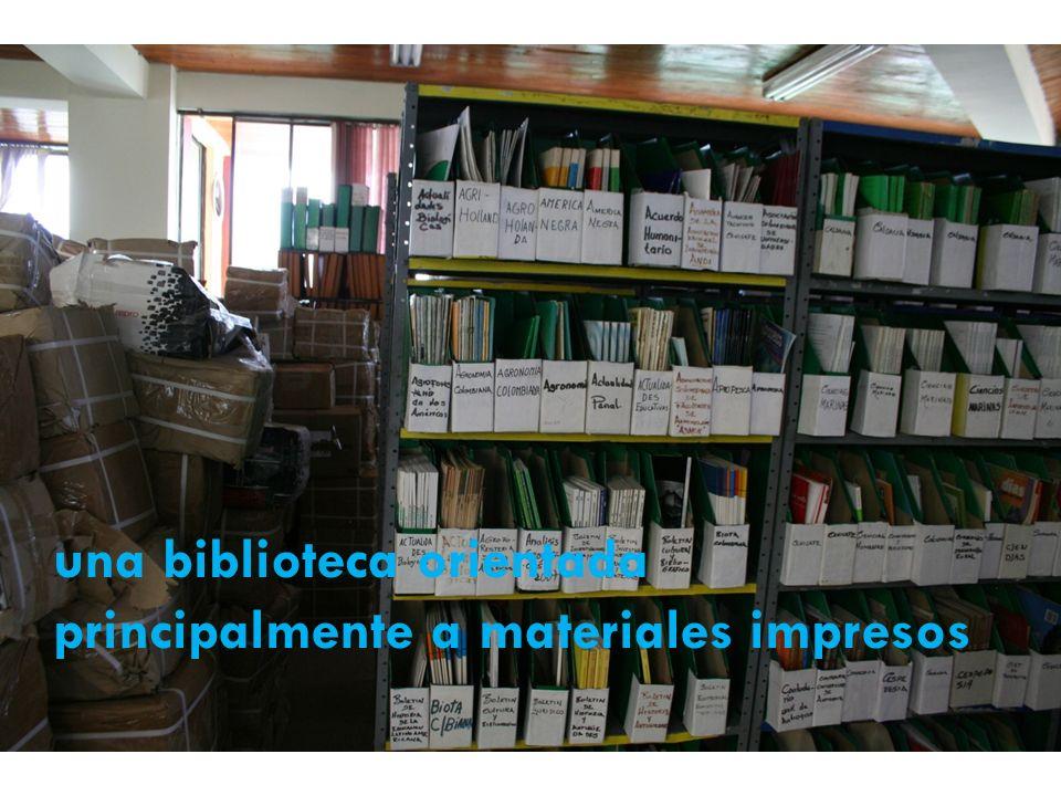 una biblioteca orientada principalmente a materiales impresos