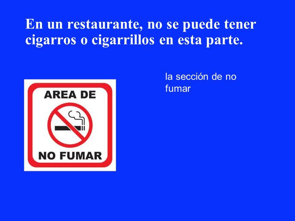 En un restaurante, no se puede tener cigarros o cigarrillos en esta parte.