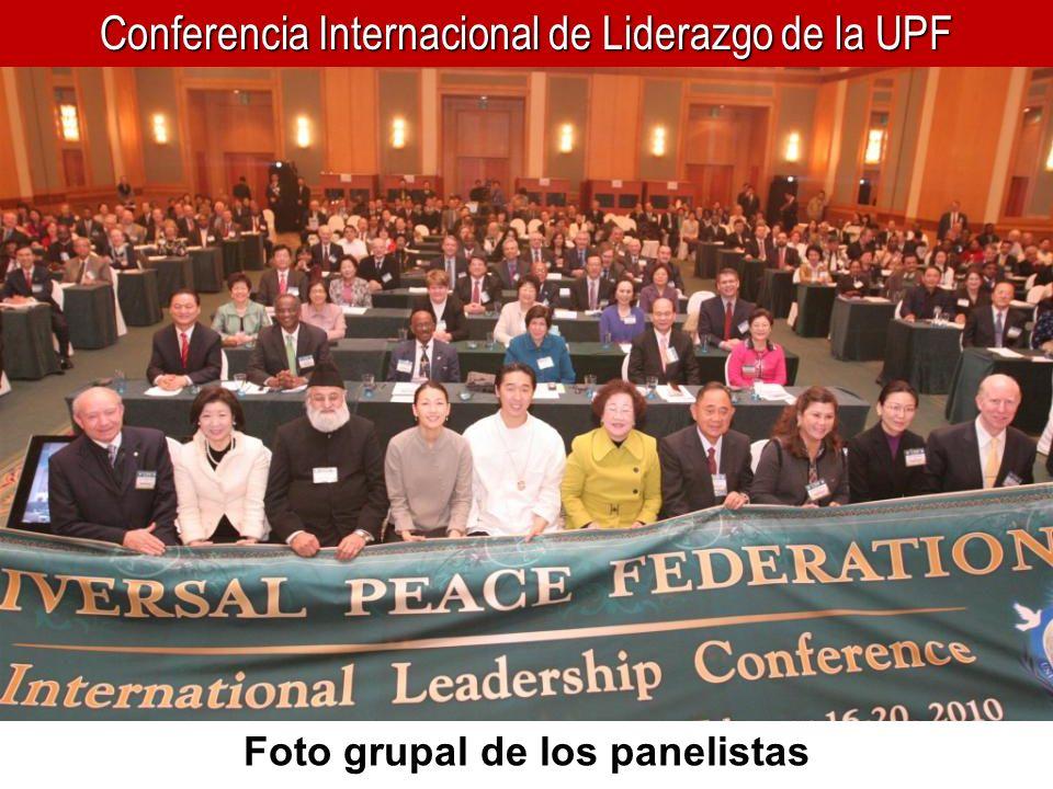 Foto grupal de los panelistas
