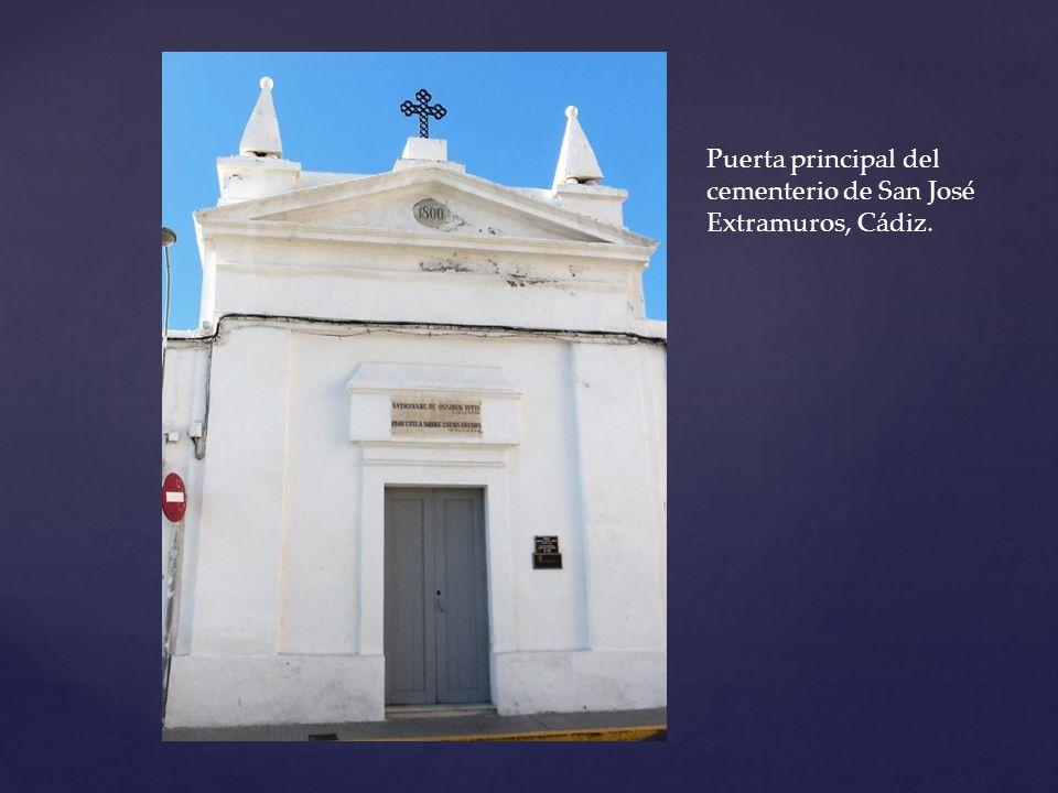 Puerta principal del cementerio de San José Extramuros, Cádiz.