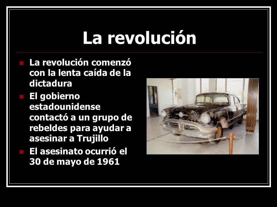 La revolución La revolución comenzó con la lenta caída de la dictadura