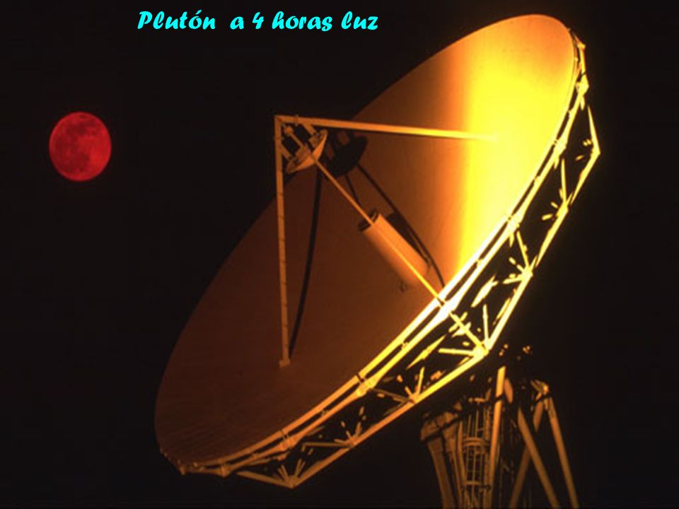 Plutón a 4 horas luz