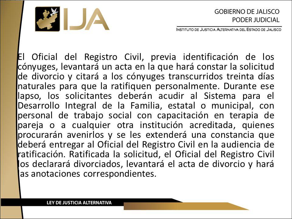 El Oficial del Registro Civil, previa identificación de los cónyuges, levantará un acta en la que hará constar la solicitud de divorcio y citará a los cónyuges transcurridos treinta días naturales para que la ratifiquen personalmente.