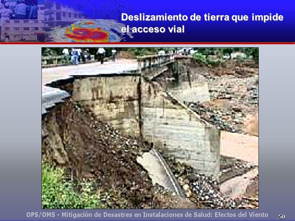 Deslizamiento de tierra que impide el acceso vial