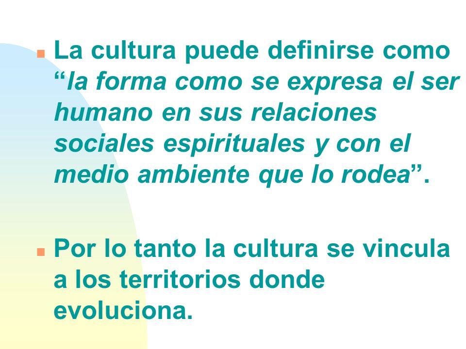 La cultura puede definirse como la forma como se expresa el ser humano en sus relaciones sociales espirituales y con el medio ambiente que lo rodea .