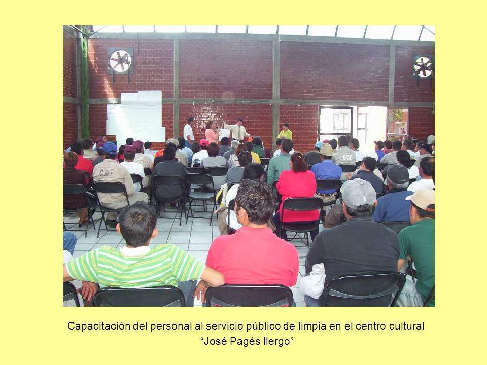 Capacitación del personal al servicio público de limpia en el centro cultural