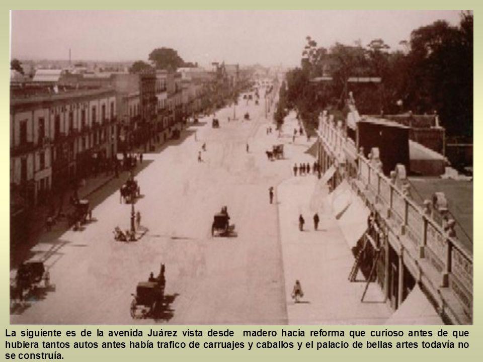 La siguiente es de la avenida Juárez vista desde madero hacia reforma que curioso antes de que hubiera tantos autos antes había trafico de carruajes y caballos y el palacio de bellas artes todavía no se construía.