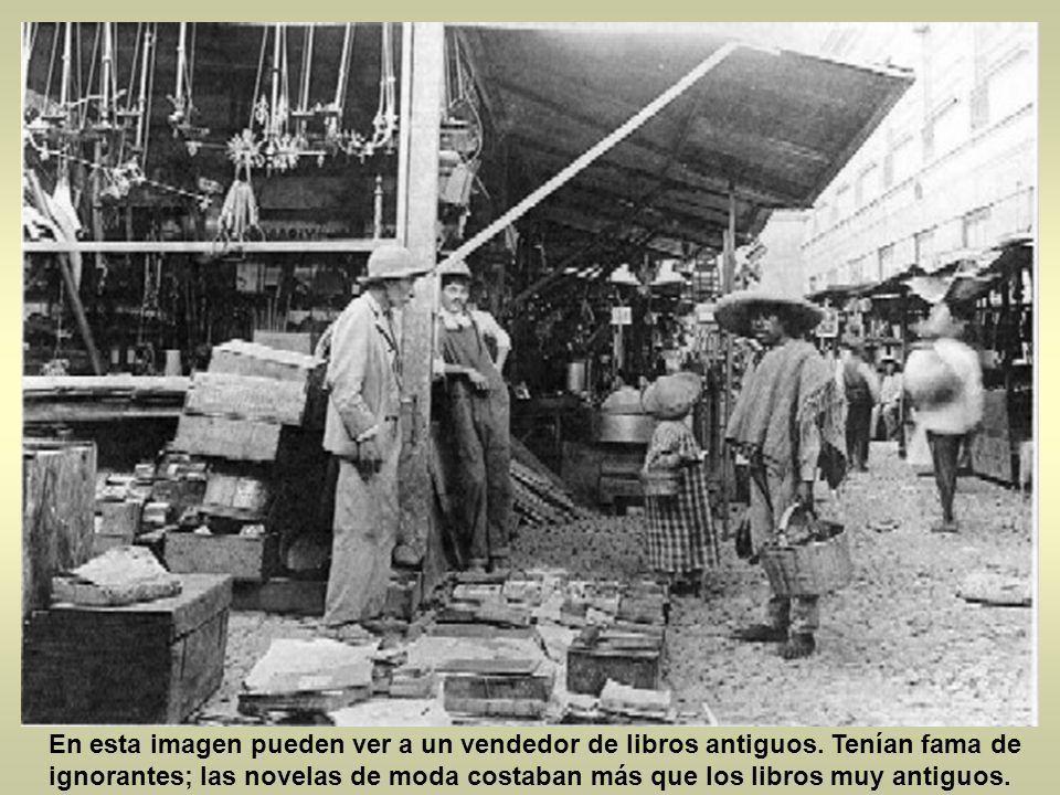 En esta imagen pueden ver a un vendedor de libros antiguos