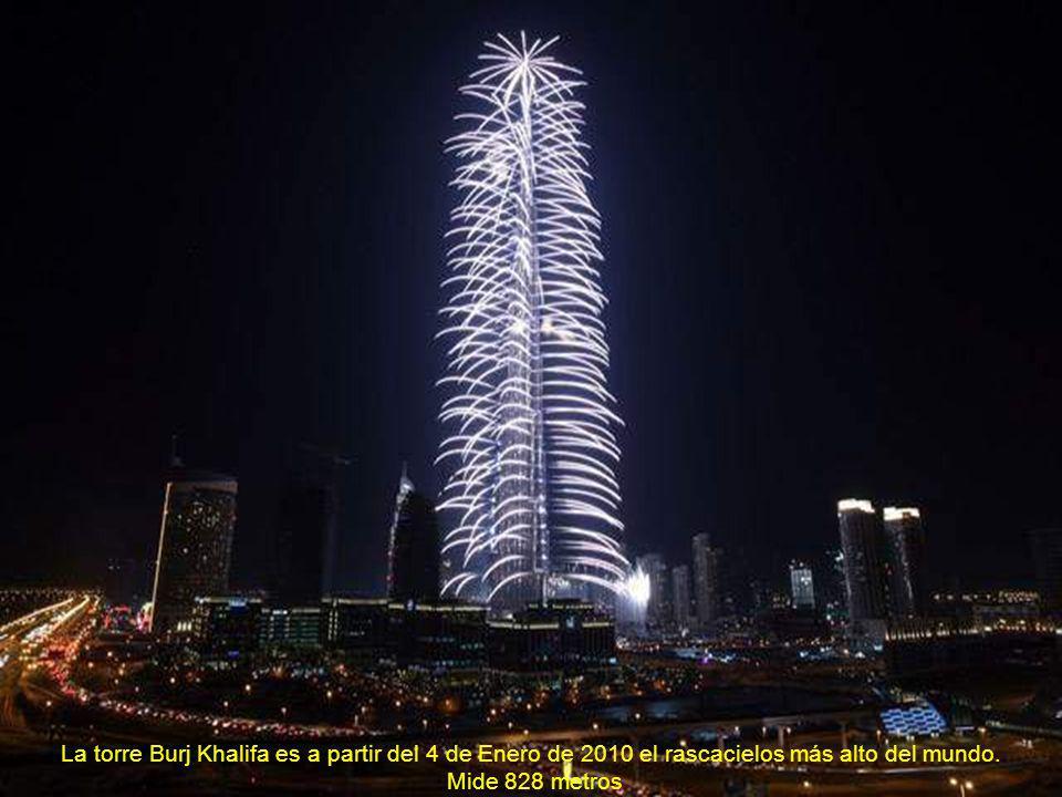 La torre Burj Khalifa es a partir del 4 de Enero de 2010 el rascacielos más alto del mundo.