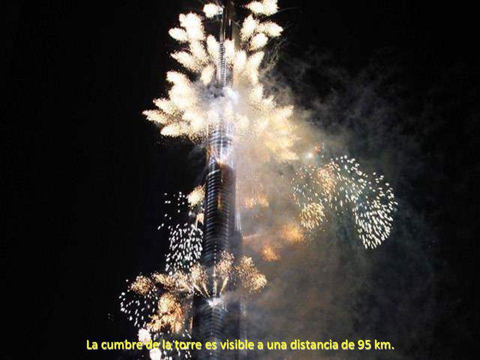 La cumbre de la torre es visible a una distancia de 95 km.