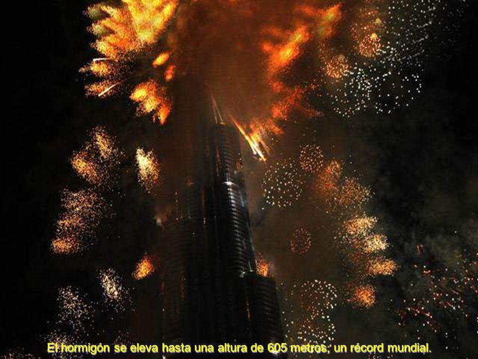 El hormigón se eleva hasta una altura de 605 metros, un récord mundial.