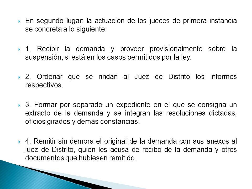 En segundo lugar: la actuación de los jueces de primera instancia se concreta a lo siguiente: