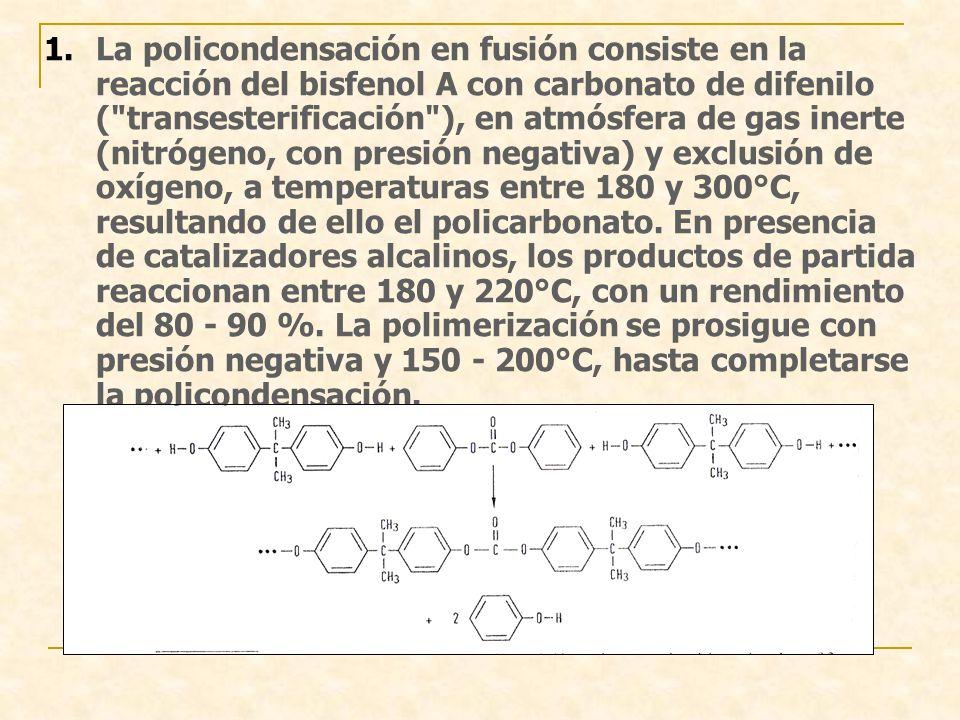 La policondensación en fusión consiste en la reacción del bisfenol A con carbonato de difenilo ( transesterificación ), en atmósfera de gas inerte (nitrógeno, con presión negativa) y exclusión de oxígeno, a temperaturas entre 180 y 300°C, resultando de ello el policarbonato.