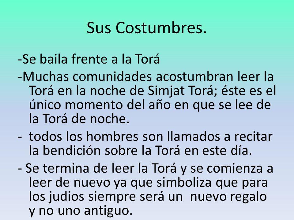 Sus Costumbres. -Se baila frente a la Torá