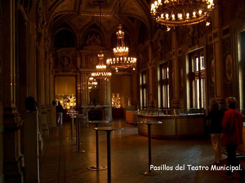 Pasillos del Teatro Municipal.