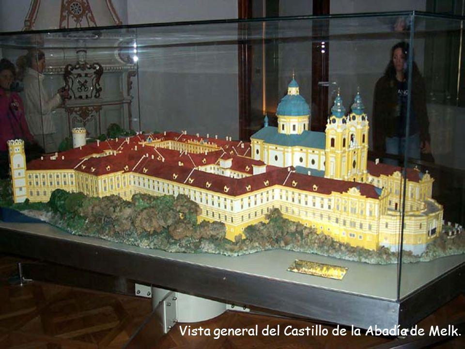 Vista general del Castillo de la Abadía de Melk.