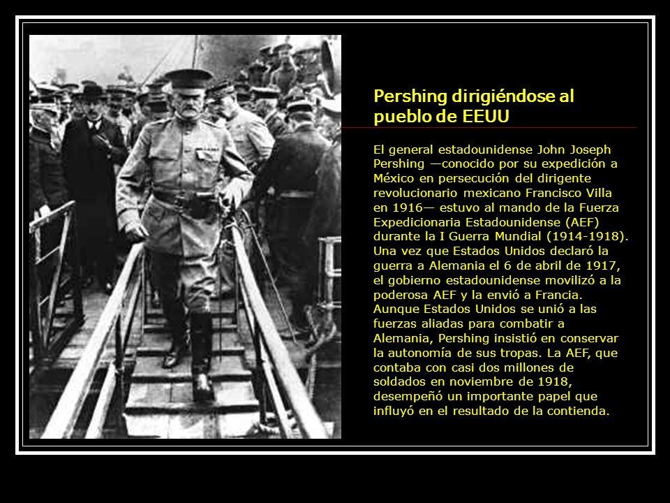 Pershing dirigiéndose al pueblo de EEUU