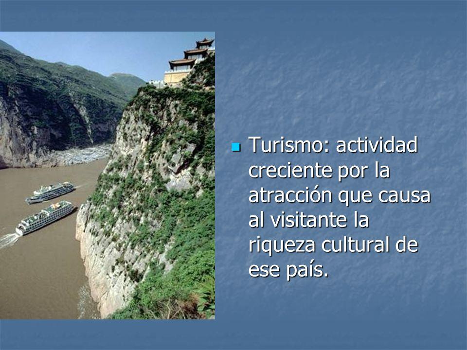 Turismo: actividad creciente por la atracción que causa al visitante la riqueza cultural de ese país.