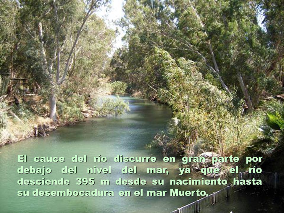 El cauce del río discurre en gran parte por debajo del nivel del mar, ya que el río desciende 395 m desde su nacimiento hasta su desembocadura en el mar Muerto.