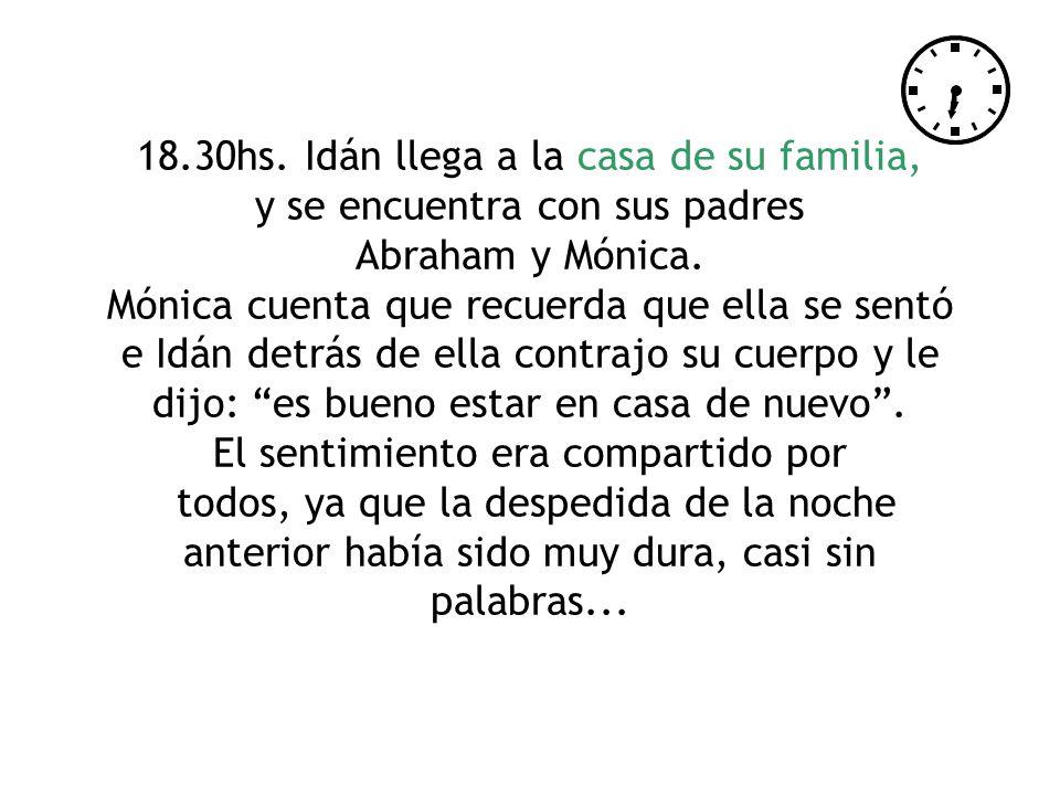 18.30hs. Idán llega a la casa de su familia, y se encuentra con sus padres Abraham y Mónica.