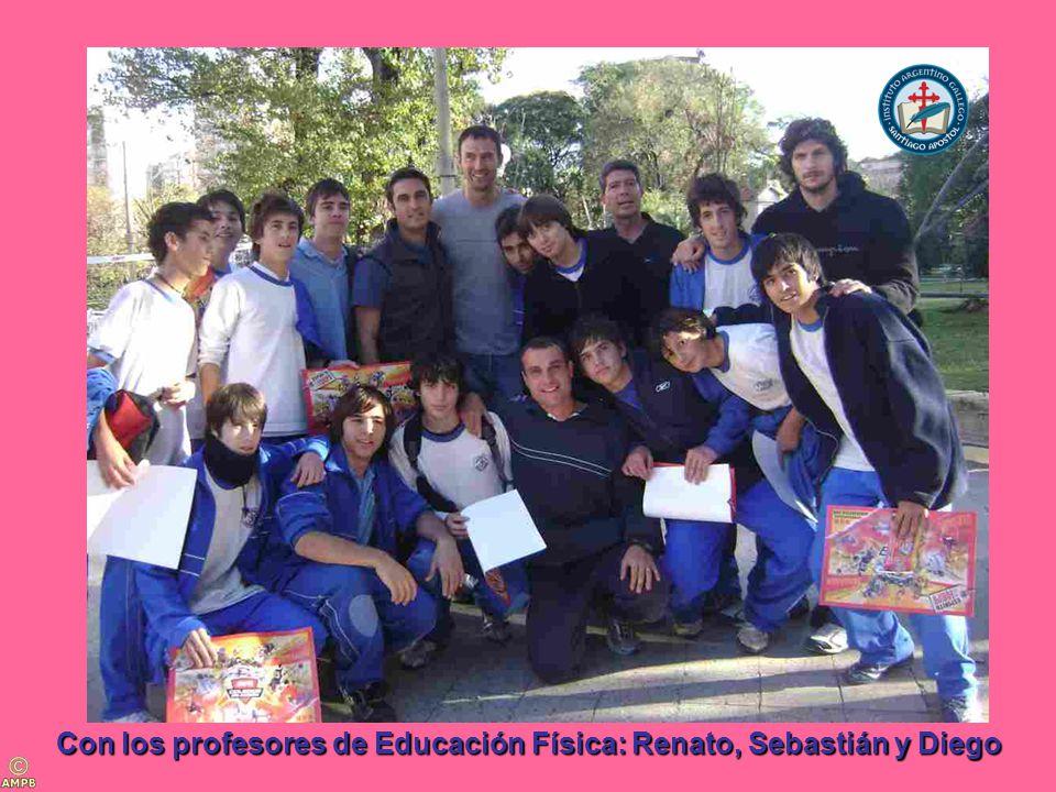 Con los profesores de Educación Física: Renato, Sebastián y Diego