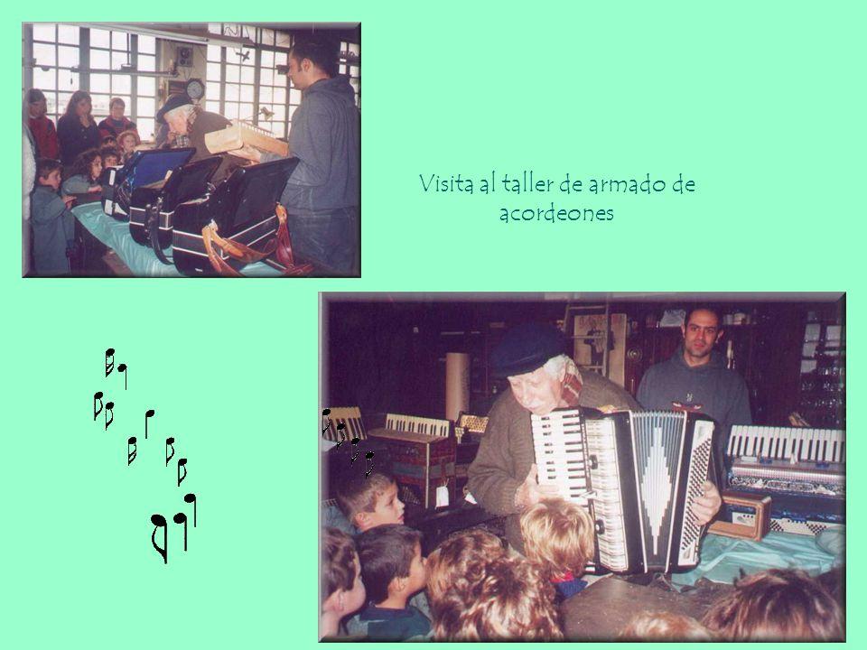 Visita al taller de armado de acordeones
